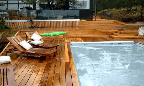 Terassiin upotettu uima-allas tai ulkoporeallas tarjoaa luksusluokan elämyksiä!
