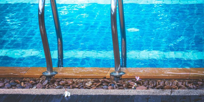 uima altaan hintaa mietitään